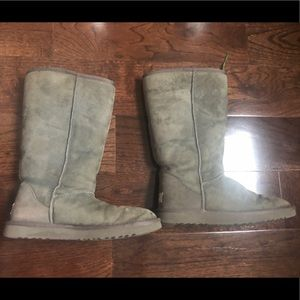 Gray Uggs size 8